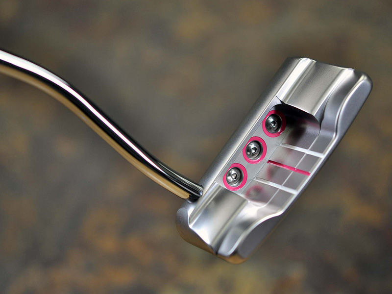At first glance, she may bring to mind visions of Scotty's Tour-winning Studio Select Squareback putters, but in actuality she's a smooth-flanged widened Newport Button Back with several new features.