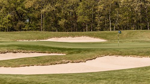 It's hard to believe that people have only been playing golf at Laurel Links Club since 2002. Nestled on the North Fork, between Long Island Sound and the Peconic Bay, the course was built on a former potato farm. The design incorporates the surrounding natural features so well that it feels like the course has been here for 100 years.